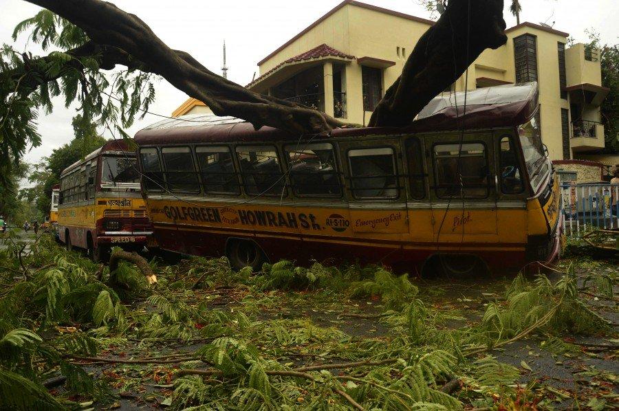 قتلى ودمار هائل جراء إعصار ضرب بنغلادش والهند